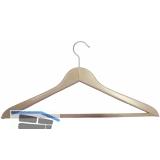 Kleiderbügel Unut 2 drehbar, mit gerilltem Hosensteg, Buche lackiert